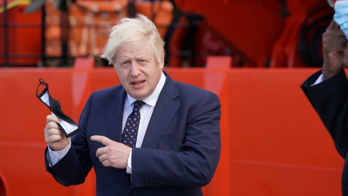 Boris Johnson'ın coronavirüsü için yeni yol haritası merak konusu oldu