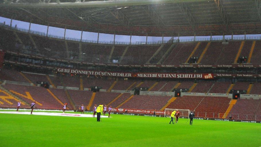 Galatasaray'da Fatih Terim'in sitem ettiği kriz çözüldü