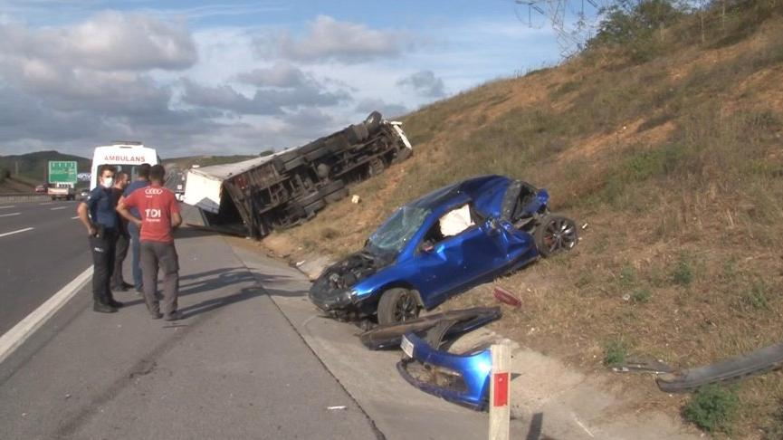 Kuzey Marmara otoyolunda feci kaza: TIR otomobili ezdi