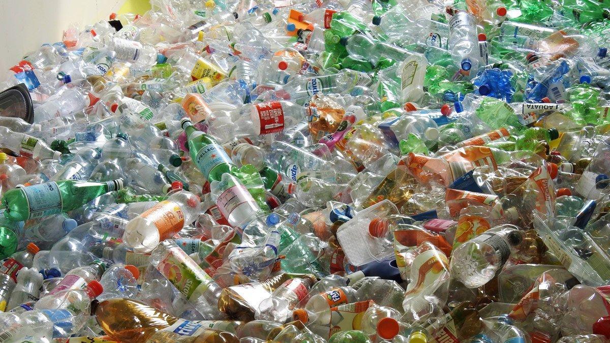 Yılda 9 milyar pet şişe satılan Türkiye niye çöp ithal ediyor?
