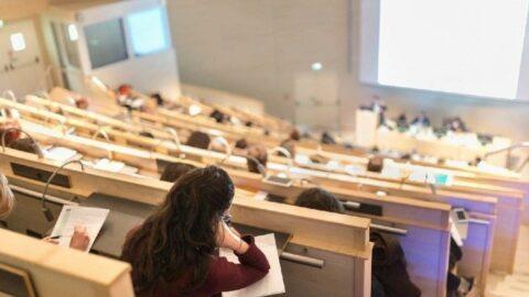 Üniversite yüz yüze eğitimi erteledi