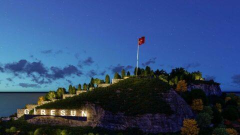 AKP'li belediyenin tarihi kaleye yaptığı zabıta kulübesi yıkıldı