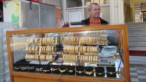 40 yıldır simit gibi altın bilezik satıyor... 'Yollarda kurşun atanlar oldu'