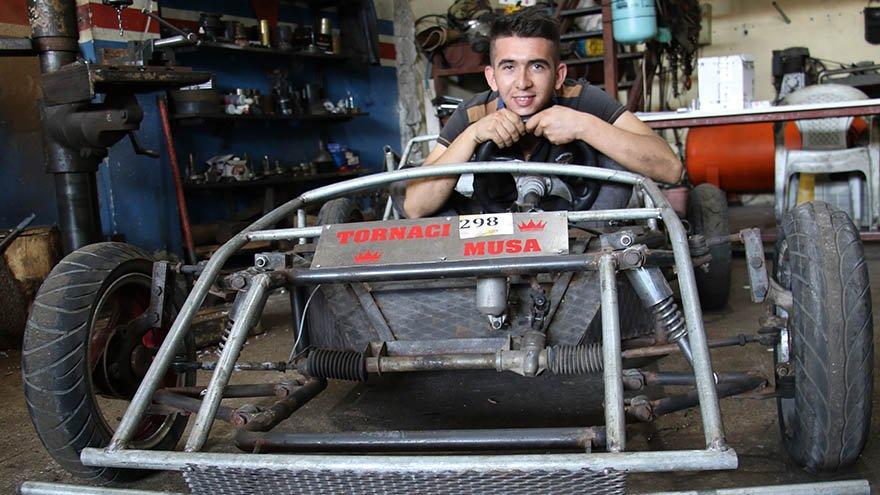 22 yaşındaki torna ustası 5 bin TL'ye kendi arabasını yaptı