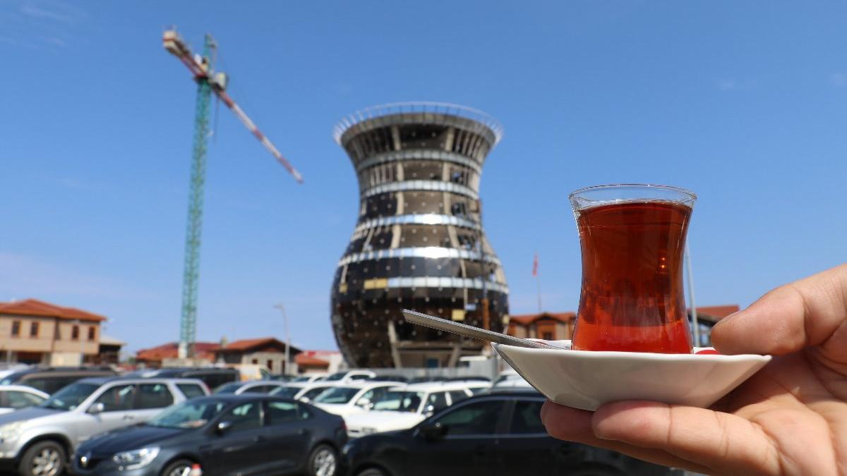 Dünyanın en büyük çay bardağının camları takılmaya başladı