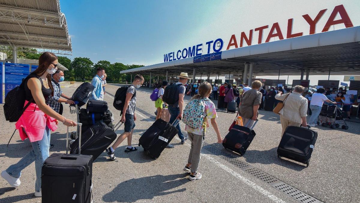 Antalya'ya gelen turist sayısı pandemi öncesine uzak