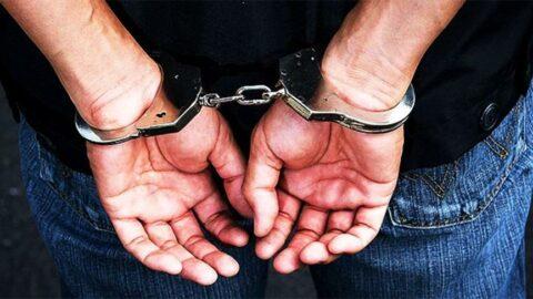 Kaçak getirdiği yedek parçalarla telefon yapıp satarken yakalandı