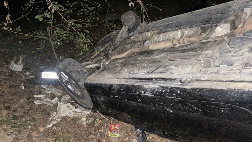 Kaza yapan otomobil uçurumdan yuvarlandı: 3 yaralı