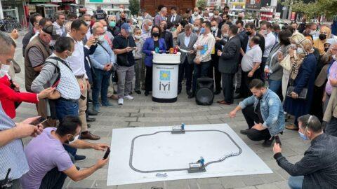 Yılan hikayesine dönen hızlı tren projesini oyuncak tren hattı ile protesto ettiler