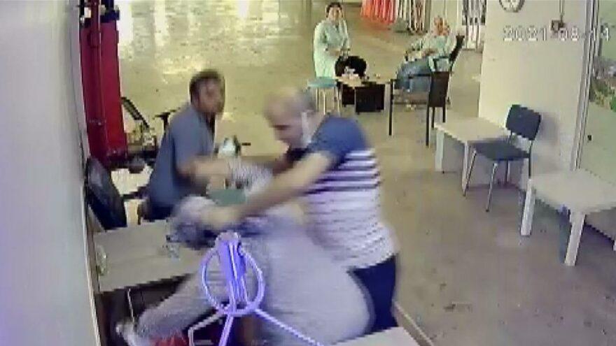Eşine tükürdü, dövdü… Uzaklaştırma kararına rağmen yine geldi