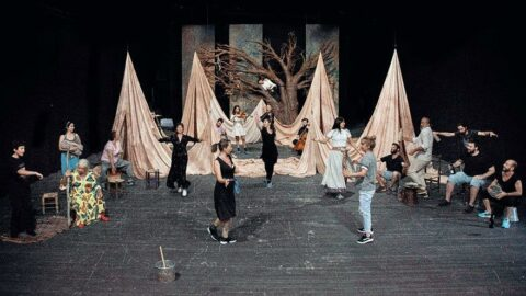 Tiyatrolar 21 Eylül'de perdelerini açıyor