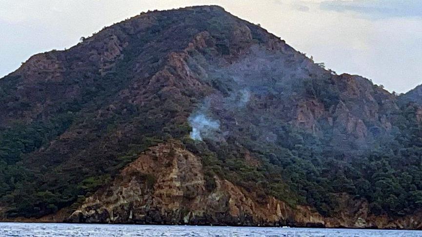 Marmaris'te yıldırım düşmesi sonucu orman yangını çıktı