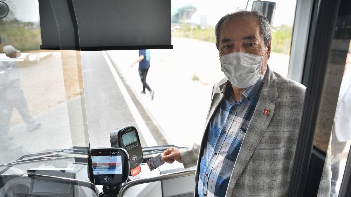 Otobüse binen şehit yakınları ve gaziler, 'Vatan size minnettar' anonsu ile karşılanıyor