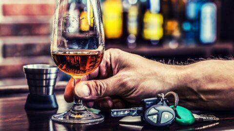221 promil alkollü çıkan sürücü serbest bırakıldı!