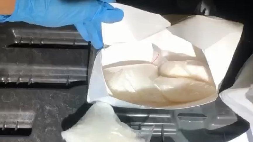 Aydın'da durdurulan otomobilde 2 kilo uyuşturucu ele geçirildi