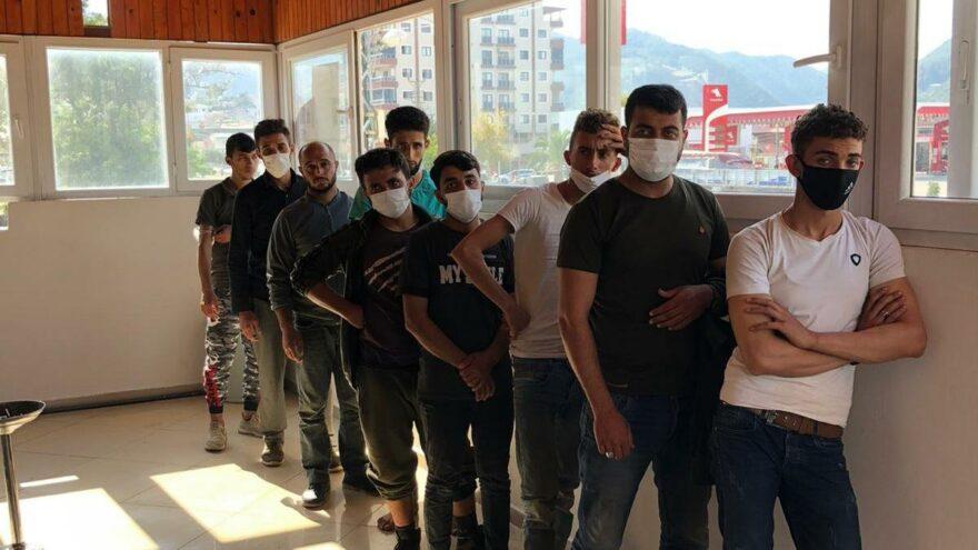 Hatay'da 30 kaçak göçmen yakalandı