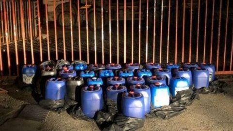 Depoya baskın düzenleyen polis, yaklaşık 1 ton eroin asiti ele geçirdi
