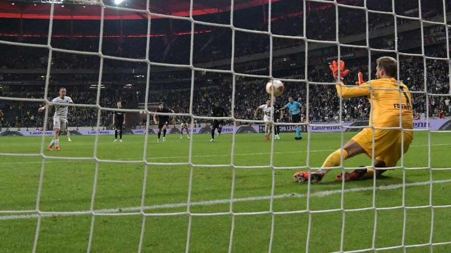 Eintracht Frankfurt Fenerbahçe maçında penaltı tartışması! Neden tekrar edilmedi?