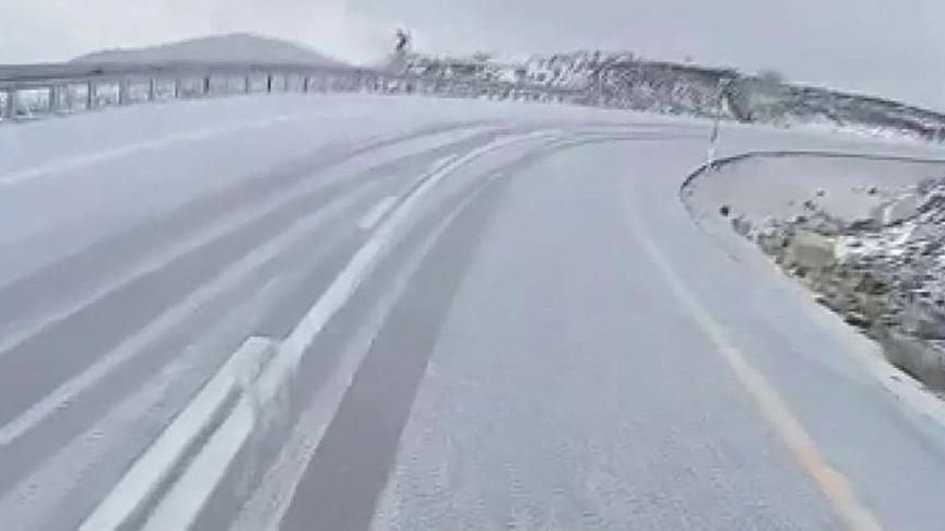 İlk kar yağdı, yollar beyaza büründü