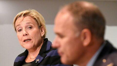 Hollanda'da art arda istifalar: Savunma Bakanı da istifa etti
