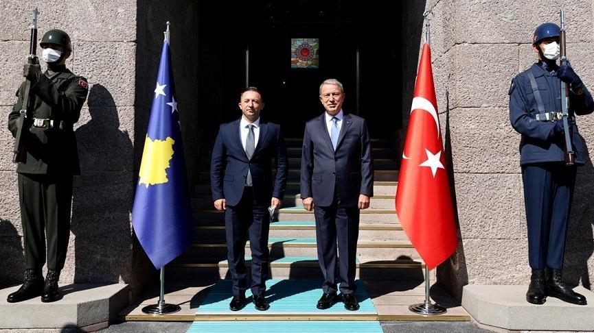 Bakan Akar, Kosovalı mevkidaşıyla görüştü