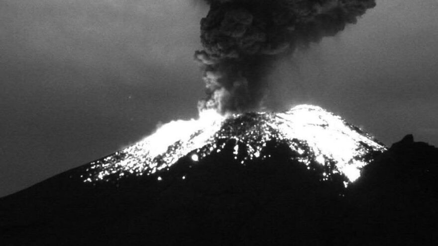 Popocatepetl Yanardağı'nda son 24 saatte 6 patlama