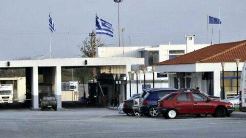 Yunanistan'dan 3 kişi 6 sahte pasaportla Türkiye'ye geçerken yakalandı
