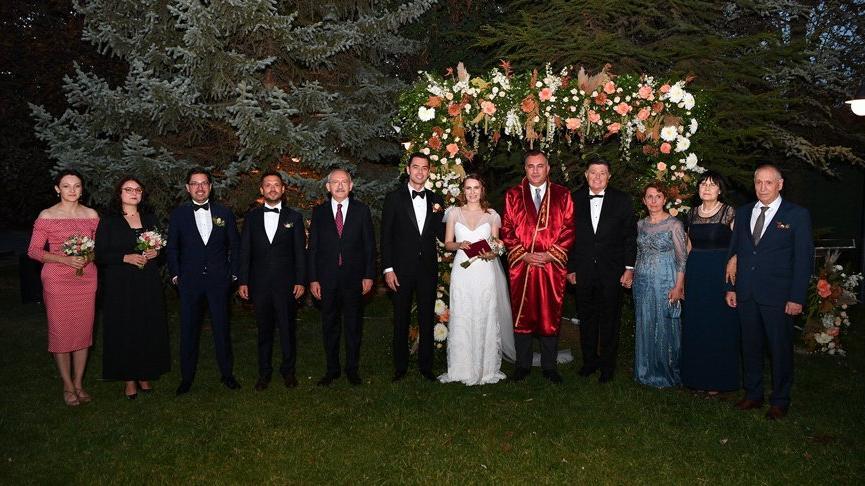 Kılıçdaroğlu, eski vekilin oğlunun nikah şahidi oldu