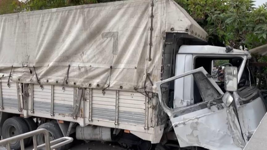 İstanbul'da araç metro durağının girişine çarptı