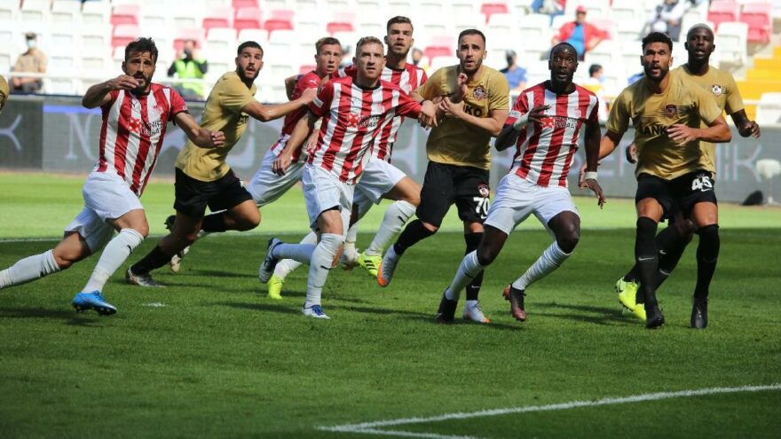 Sivasspor Gaziantep FK maçında uzatmada gelen bir puan