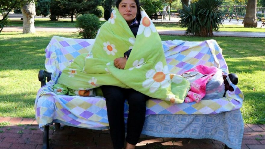 3 aydır parkta yaşayan kadın için yetkililer harekete geçti