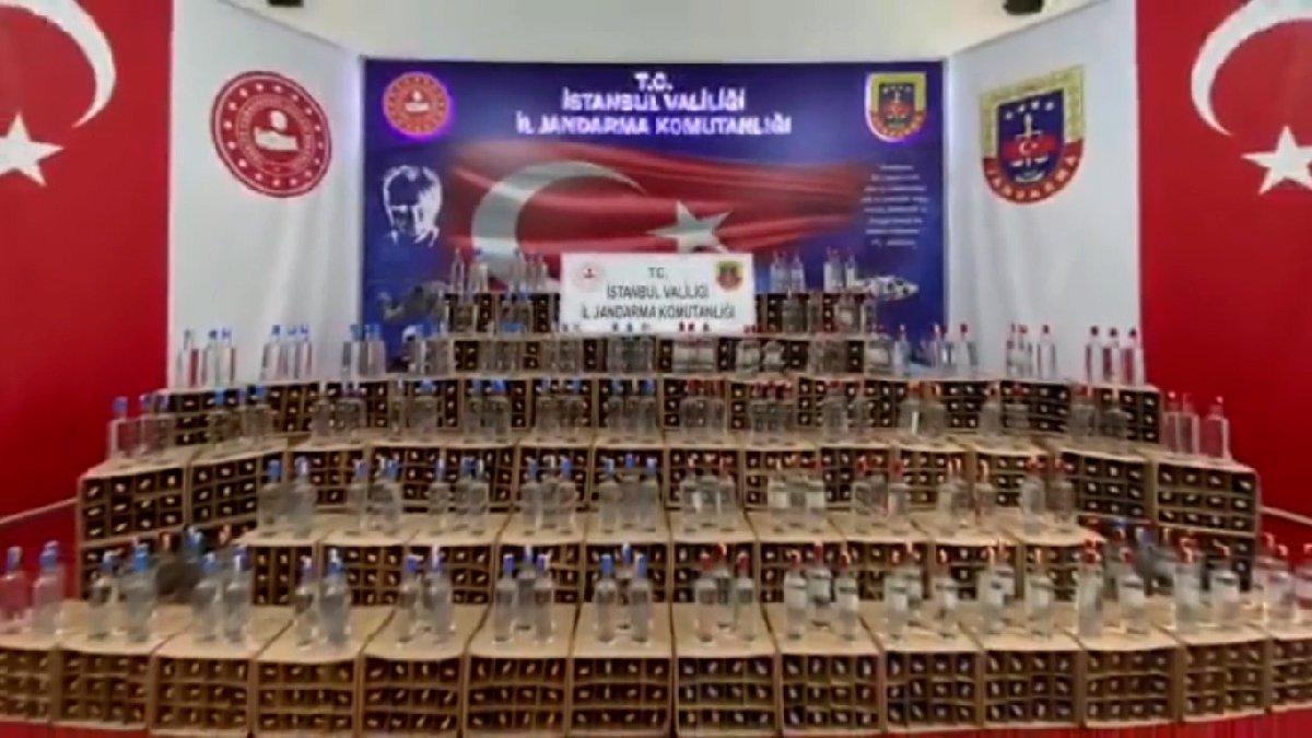 İstanbul'da sahte içki üretimi için getirilen 4 bin litre etil alkol ele geçirildi