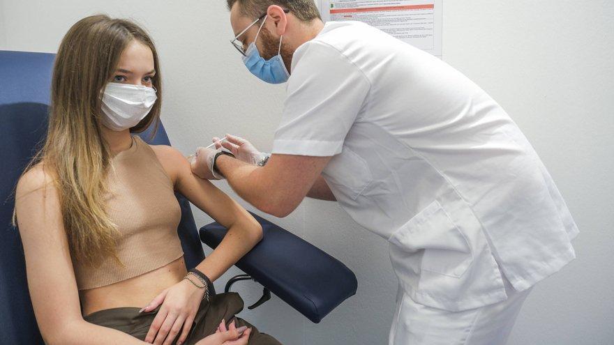 İngiltere'den çarpıcı uyarı: 'Delta varyantı aşı olmayanları avlayacak'