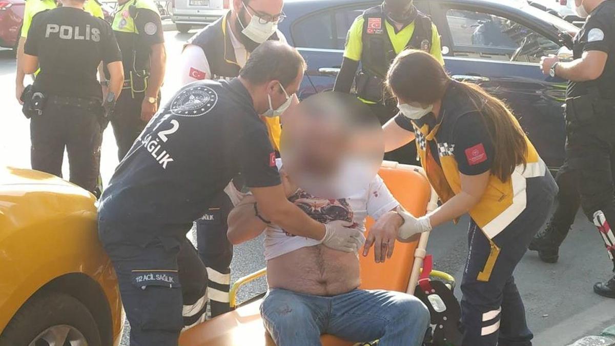 Taksici ile yolcu kavgasında şoför bıçakla yaralandı