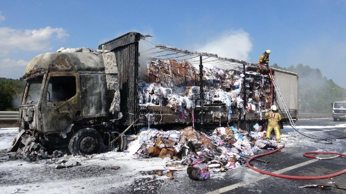 Kuzey Marmara Otoyolu'nda TIR alev alev yandı