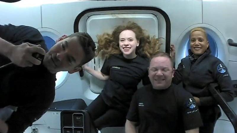 SpaceX'in tamamı sivil mürettebatla uçuş sona erdi