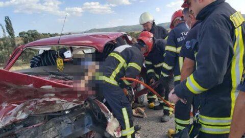 İki otomobil kafa kafaya çarpıştı: 2 ölü, 2 yaralı