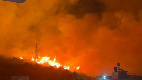 İsrail'de yangın alarmı! Yerleşim yerlerine ilerliyor