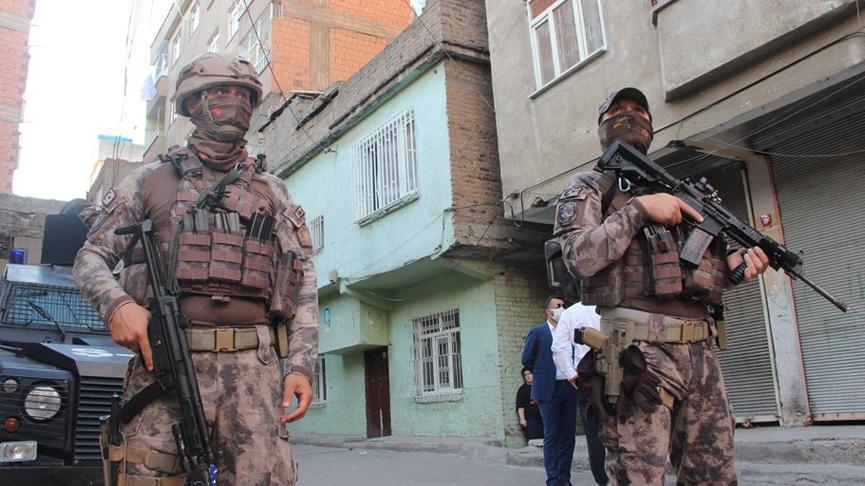 Uyuşturucu tacirlerine karşı 1200 polisle uygulama başlatıldı