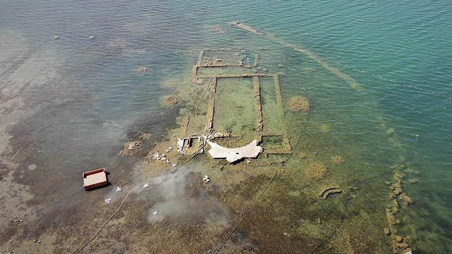 İznik Gölü'ndeki bazilika, suların aşırı çekilmesiyle gün yüzüne çıktı