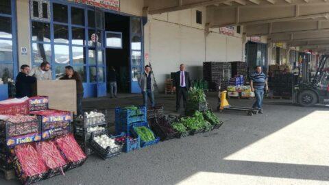 Sebze meyve komisyoncuları topu zincir marketlere attı