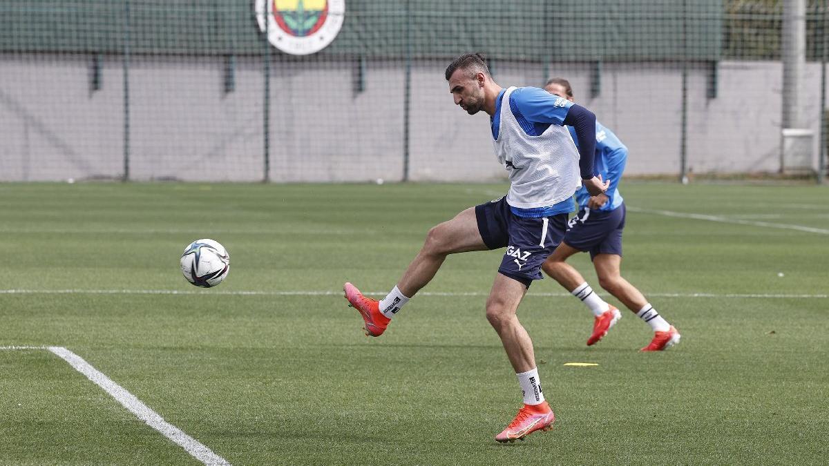 Fenerbahçe'de Serdar Dursun takımla çalıştı