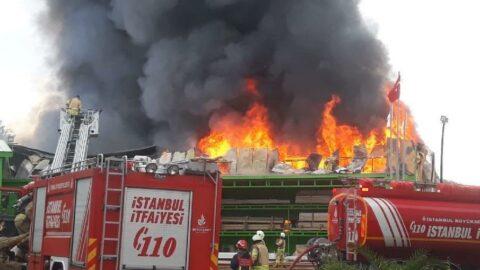 İstanbul'da bir fabrikanın deposu alev alev yandı