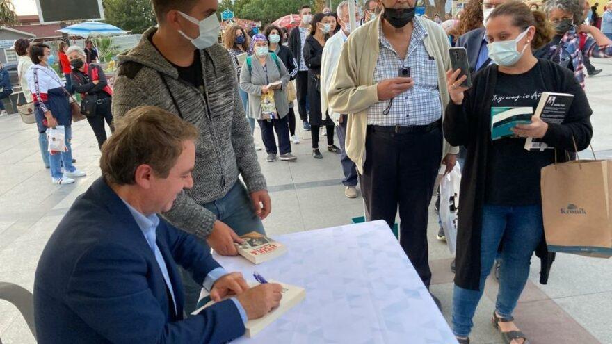 Bandırma Kitap Günleri'ne katılan SÖZCÜ yazarı tarihçi Sinan Meydan'a büyük ilgi