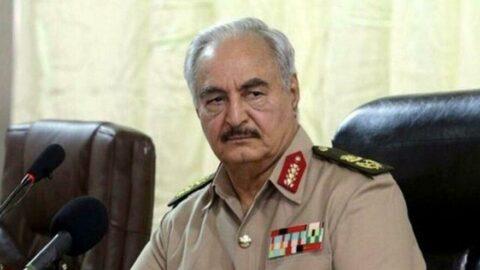 Hafter'den flaş karar: Askeri görevlerini askıya aldı
