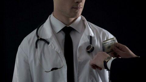 Sağlık Bakanlığı'nda rüşvet soruşturması! Doktorlara 'ilaç yazın' diye 37 milyon euro verildi iddiası