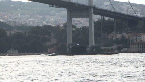 Rus denizaltı İstanbul Boğazı'ndan geçti