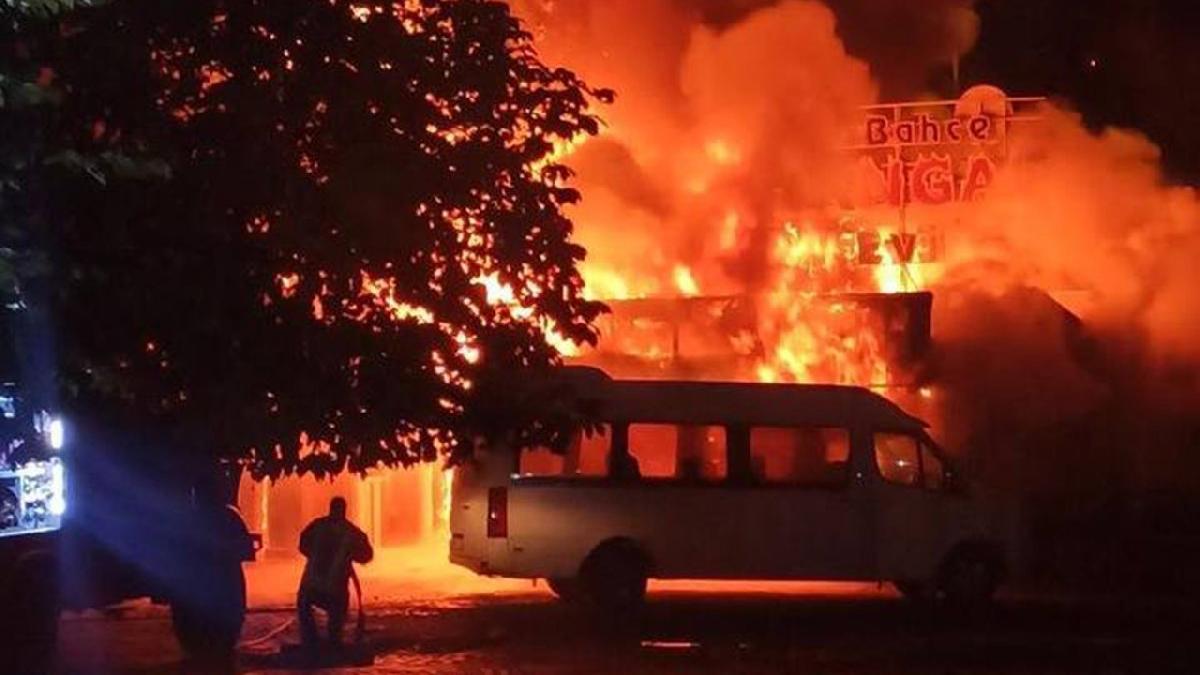 Mahalleyi dehşete düşüren yangın
