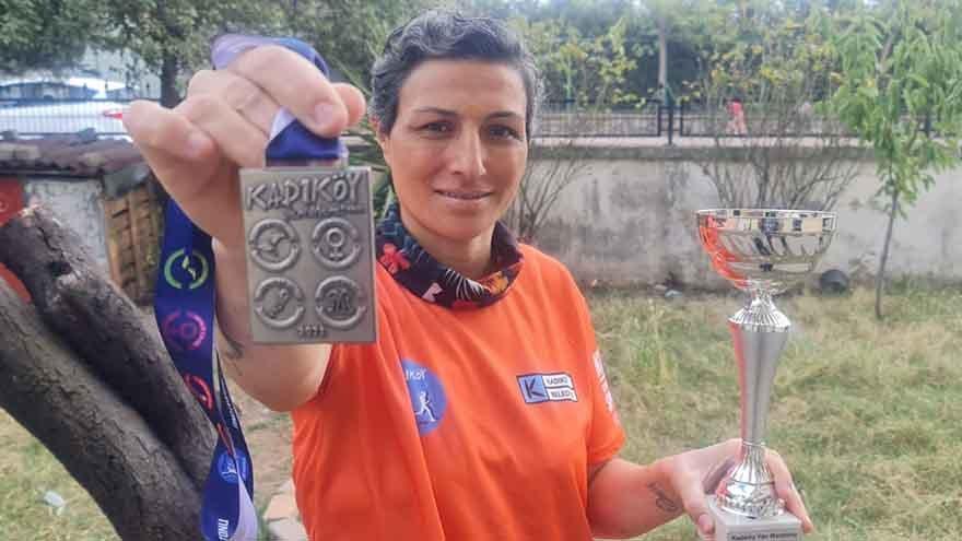 Atletizmle kanseri yendi, yarı maraton kazandı