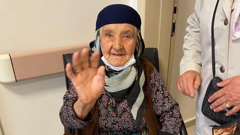 106 yaşında corona virüsü yendi
